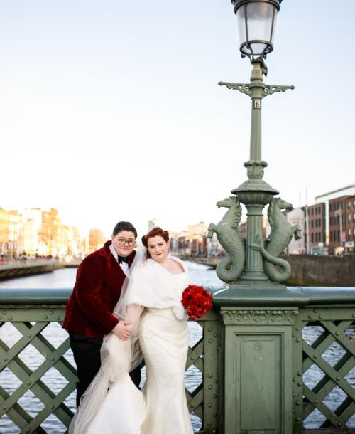 Stylish samaritans Zoe and Elaine's wondrous wedding